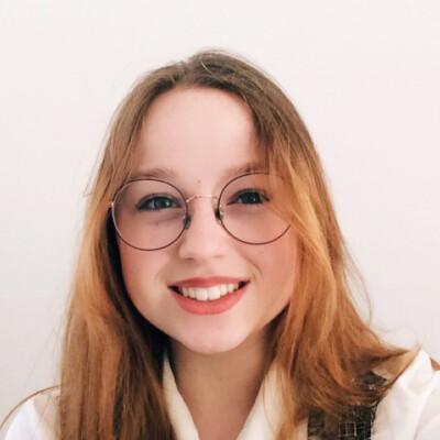 Phoebe zoekt een Kamer/Studio/Appartement in Den Haag