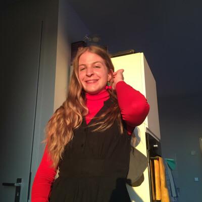 Svenja zoekt een Kamer / Studio / Appartement in Den Haag