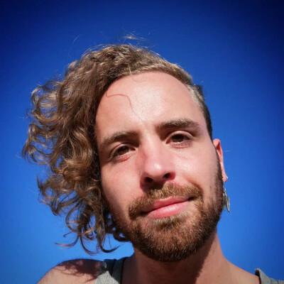 Fabien zoekt een Kamer / Studio / Appartement in Den Haag